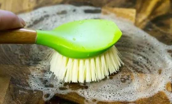 砧板的清理和保养方法 教您一招洗砧板简单快速又干净